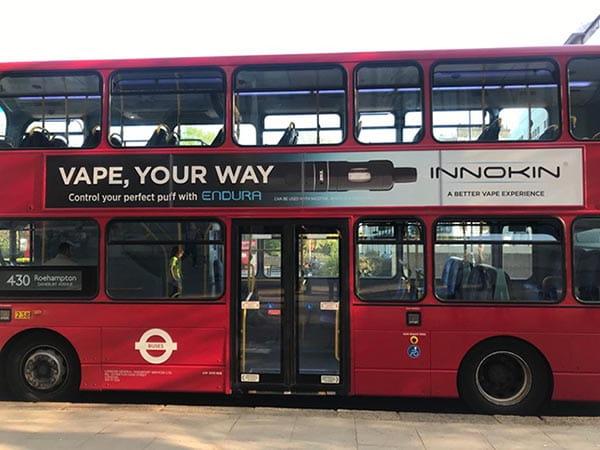 Bus Londinese con pubblicità Innokin